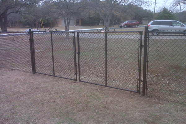 Both Vinyl Coated and Galvanized Chain Link Fencing